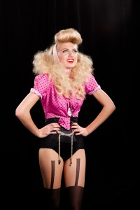 SHOW  PIN UP